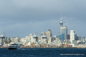 Approaching Auckland on Pipistrelle
