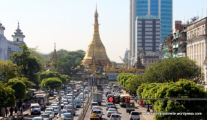 Traffic near the Sule Pagoda  in the city centre!