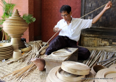 Splitting bamboo into thin strands for making into different articles