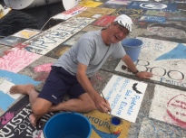 Sign writing in Horta - artist at work (photo by Bob T)