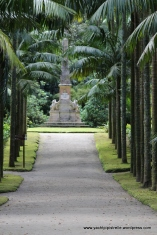 Palm lined avenue - statue to Viscount of Praia