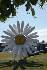 Daisy sculpture