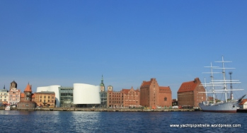 New Oceanarium (left) and Gorch Fock (right)