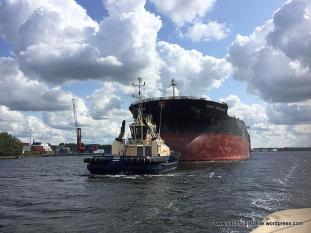 'Baby' Hercules in North Sea Canal